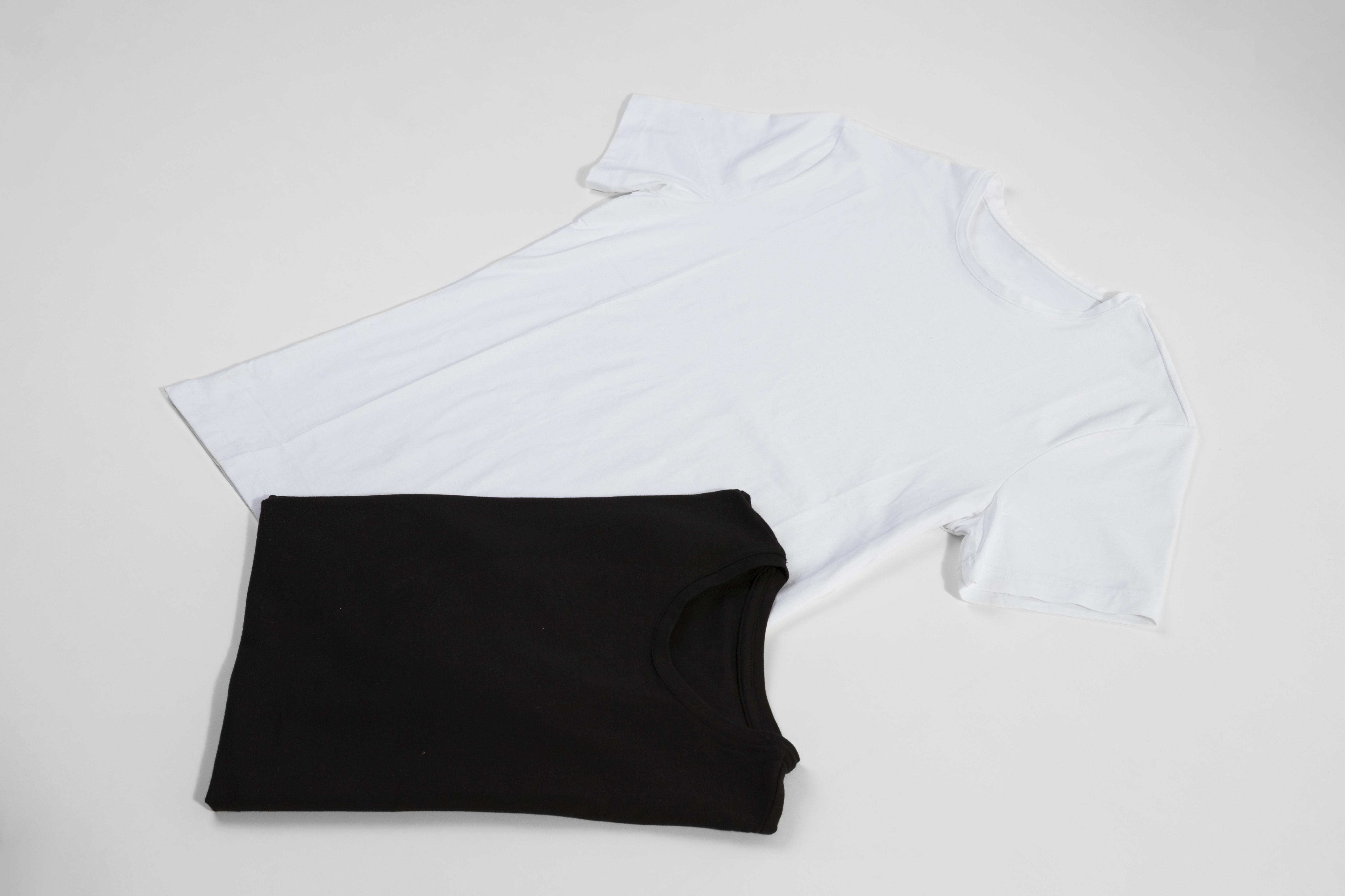 白と黒のTシャツ