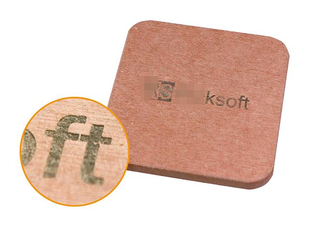 レーザー加工によって名入れされた珪藻土のコースターの画像