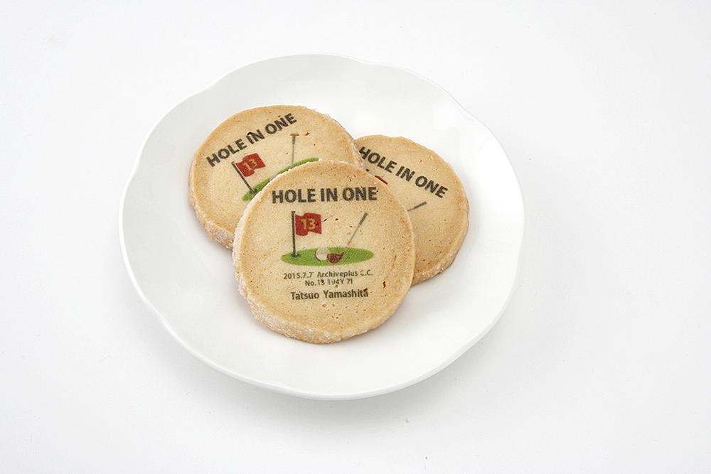 皿に盛りつけたクッキー