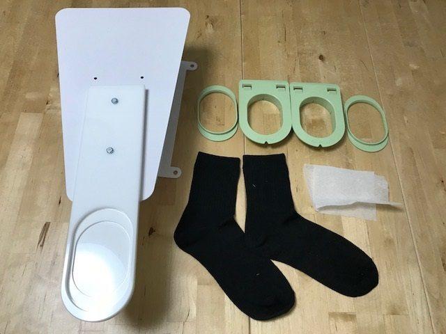 1、タジマ「彩」専用の靴下枠セットと下紙と靴下を準備します。