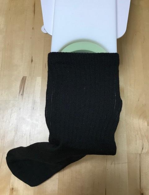 4、刺繍する位置が外枠の中心に来るようにセットします。