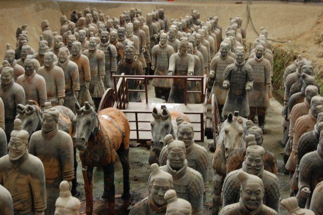 古代中国で死者を祀るときに作られた副葬、兵馬俑